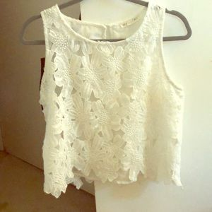 White, flowered lace sleeveless shirt
